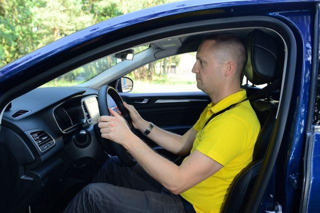 Jak siedzi i ubiera się dobry kierowca?